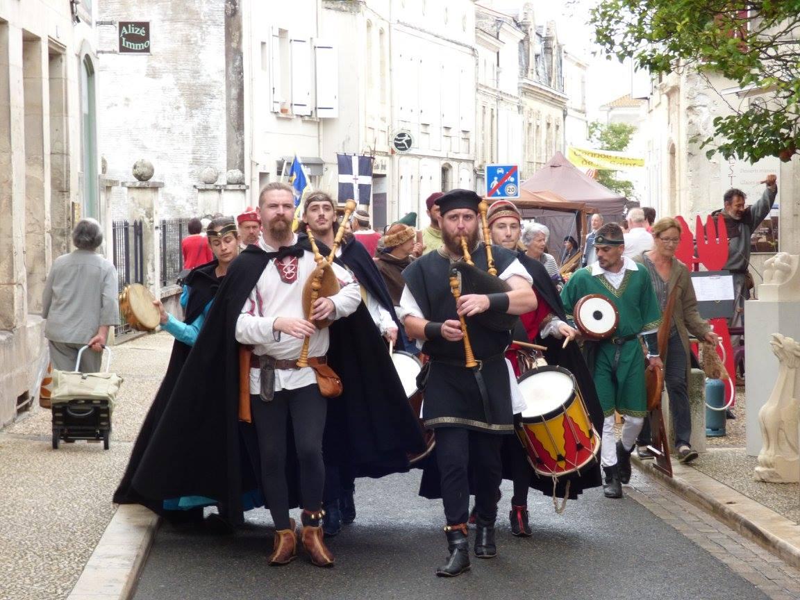 Fête Médiévale Pons 2017 - Défilé rue Emile Combes (01)