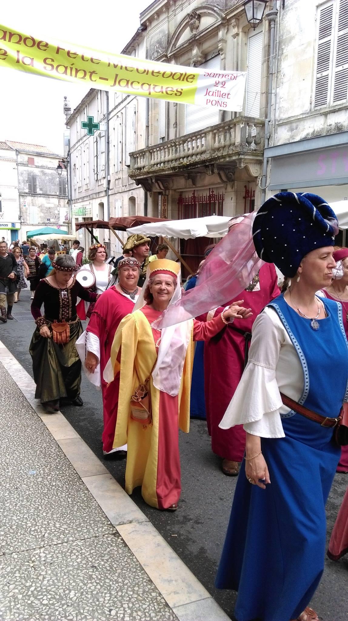 Fête Médiévale Pons 2017 - Défilé rue Emile Combes (10)