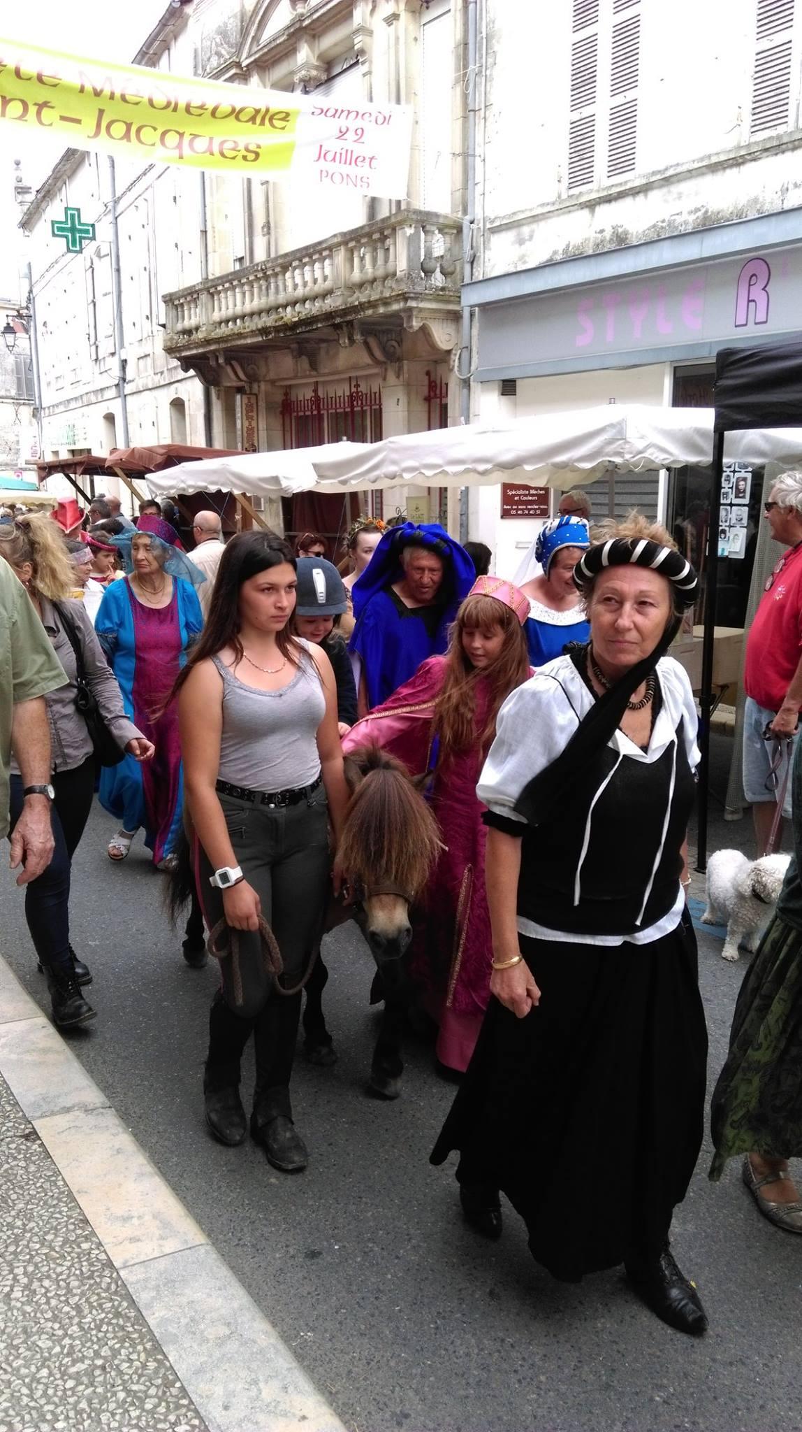 Fête Médiévale Pons 2017 - Défilé rue Emile Combes (11)