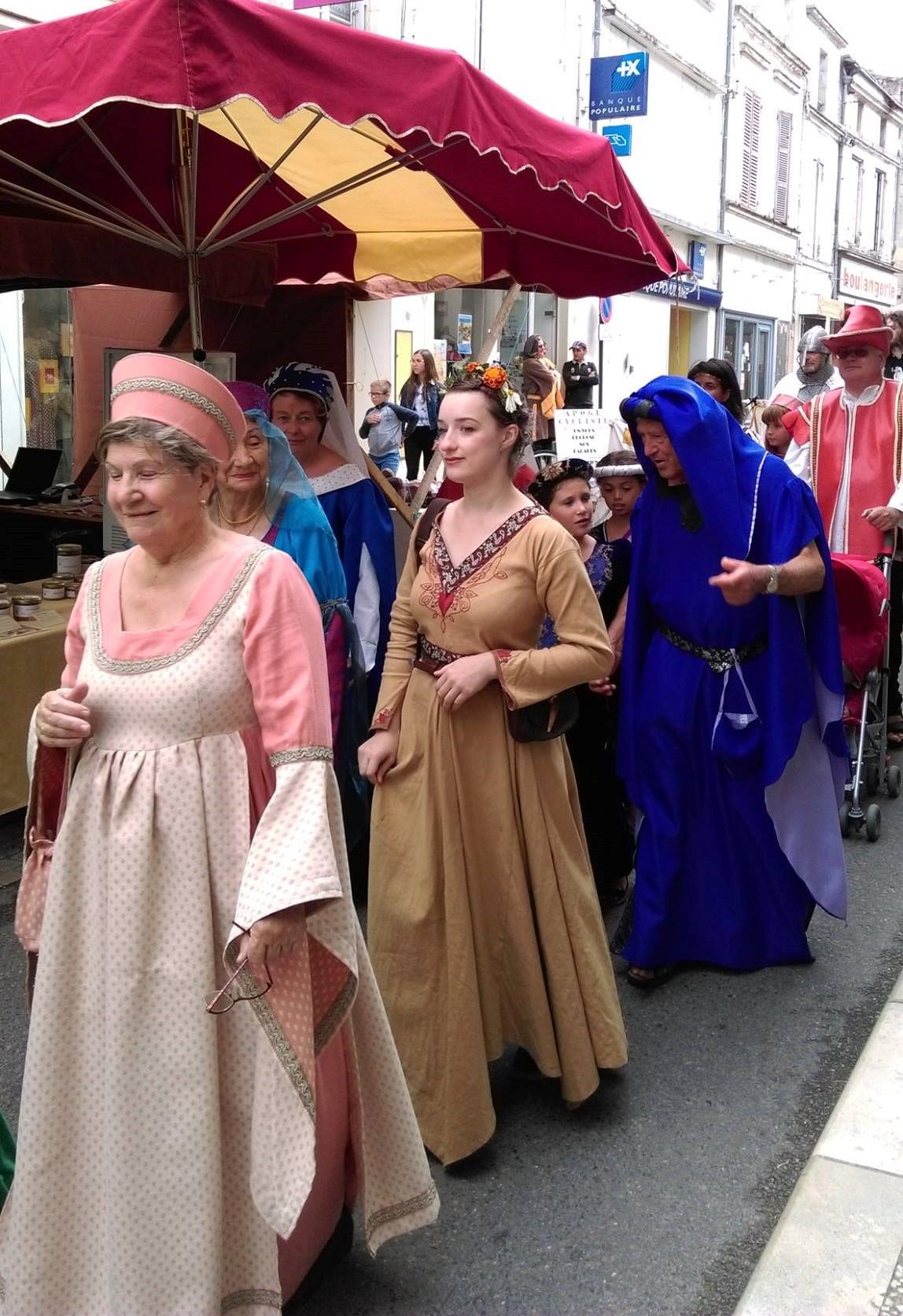 Fête Médiévale Pons 2017 - Défilé rue Emile Combes (12)