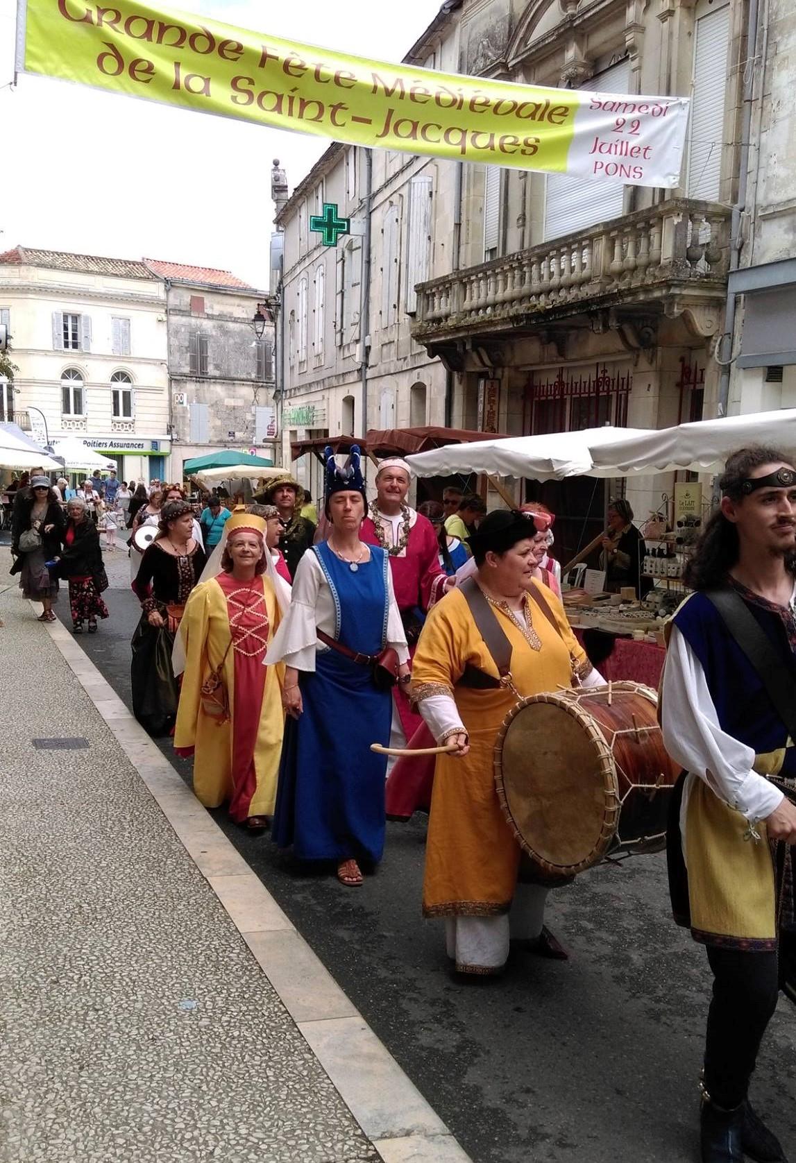 Fête Médiévale Pons 2017 - Défilé rue Emile Combes (13)