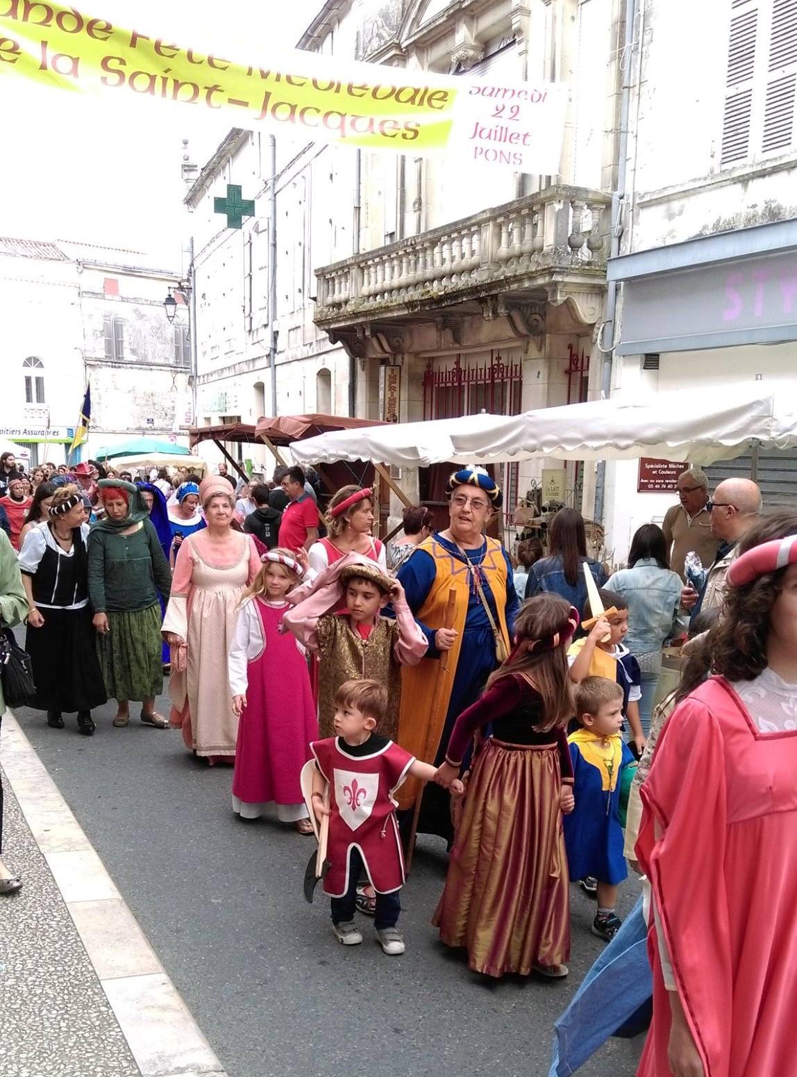 Fête Médiévale Pons 2017 - Défilé rue Emile Combes (14)