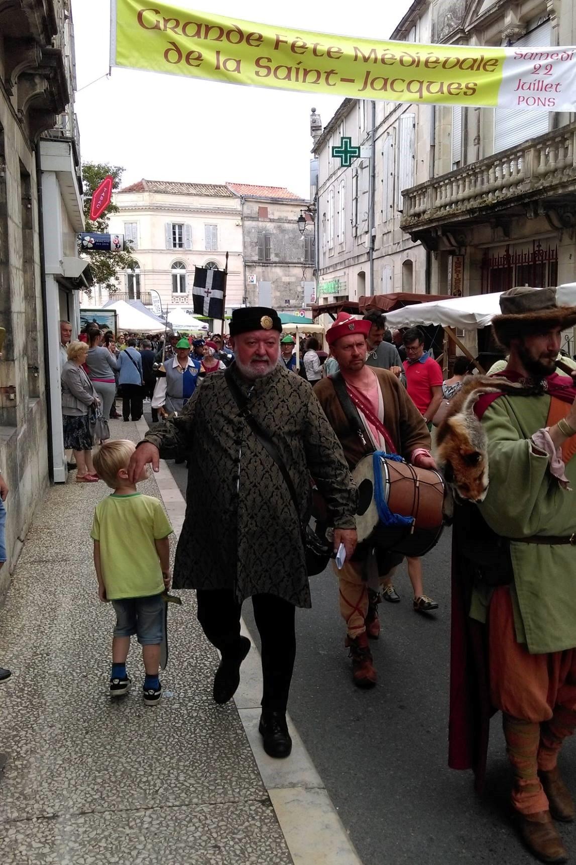 Fête Médiévale Pons 2017 - Défilé rue Emile Combes (2)