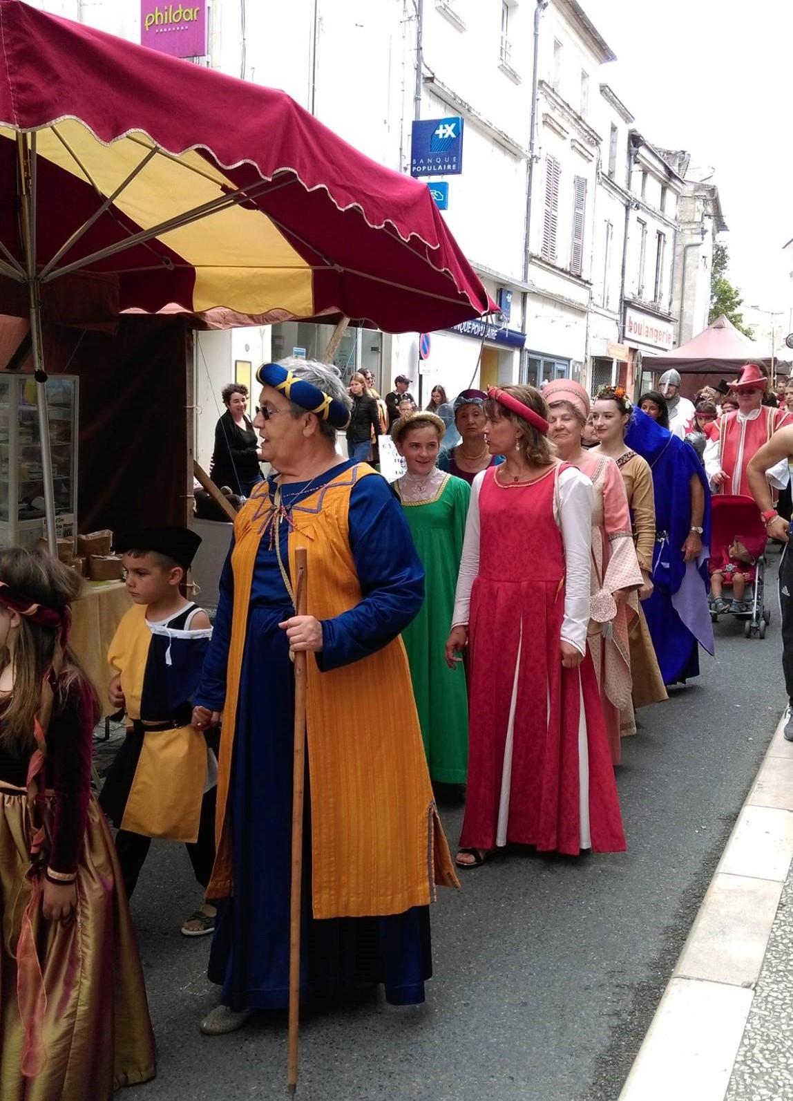 Fête Médiévale Pons 2017 - Défilé rue Emile Combes (4)