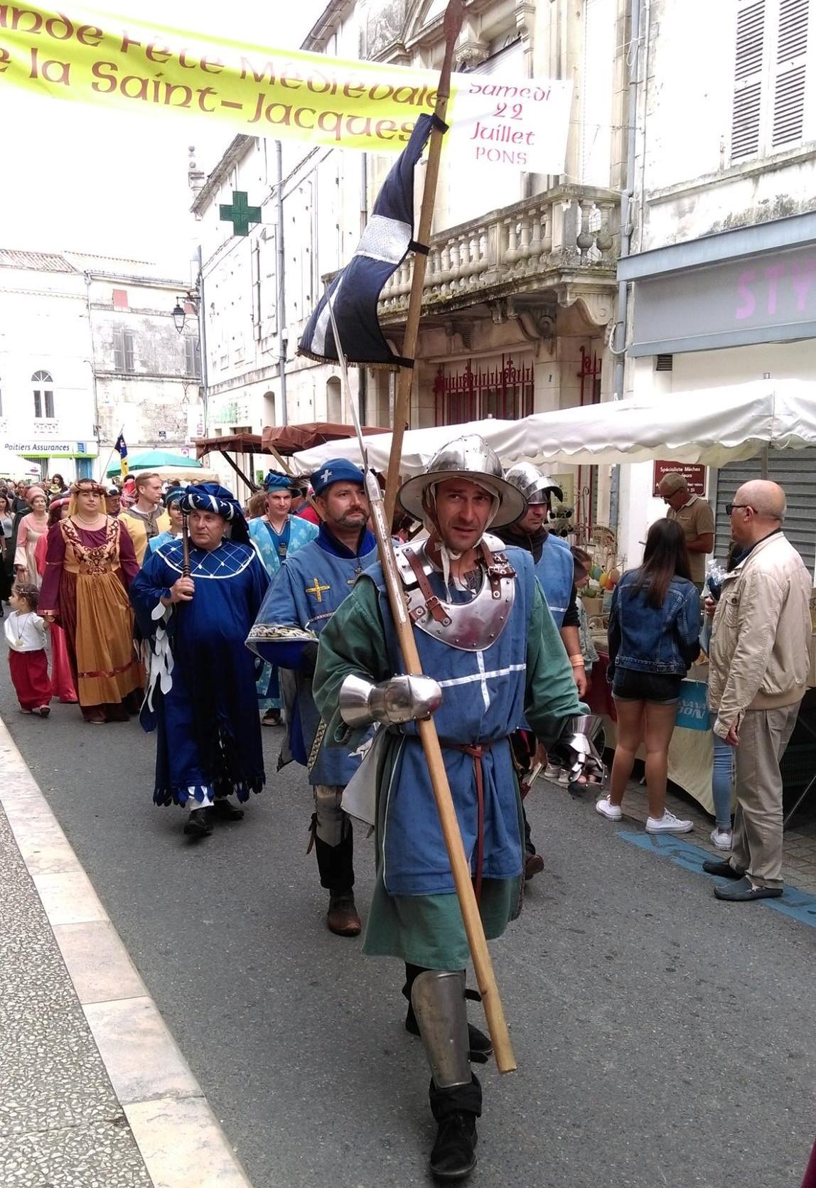 Fête Médiévale Pons 2017 - Défilé rue Emile Combes (5)