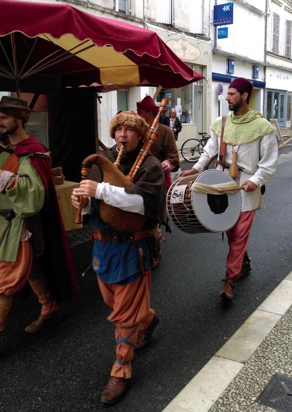 Fête Médiévale Pons 2017 - Défilé rue Emile Combes (6)